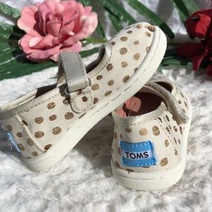 TOMS  GIRL SIZE  T5 Good condition cleans